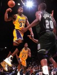 Magic-Johnson-making-a-no-look-pass-300x400